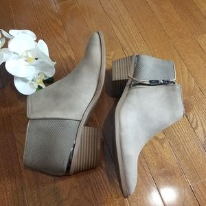 Simply Vera Vera Wang Tan Booties size 10